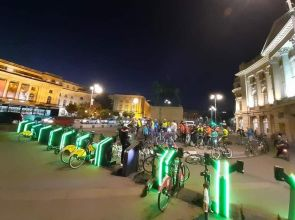"""Protest al bicicliştilor bucureșteni, sub sloganul """"Şi pe biciclişti îi aşteaptă cineva acasă"""""""