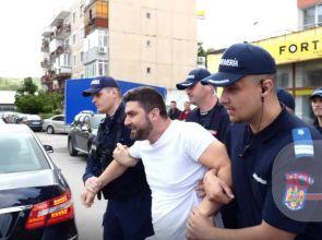 Video   Un nou abuz al Jandarmeriei: Patru persoane reținute la Topoloveni, după ce au afișat bannere la sosirea lui Liviu Dragnea la întâlnirea cu simpatizanții PSD din județul Argeș